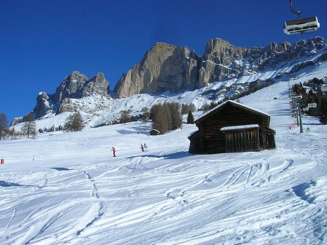Obwohl sich die Zahl der Gäste in Carezza verdoppelt hat, bleibt den Skifahrern viel Platz auf den breiten Pisten, Foto: Heiner Sieger
