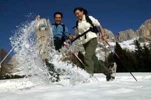 Auf Schneeschuhen in traumhafter Bergkulisse unterwegs. Foto: Eggental Tourismus