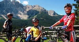 Am Ende der Woche im Juli sind die kleinen Urlauber zu wahren Mountainbike-Meistern , Foto: Famlilienhotels Südtirol