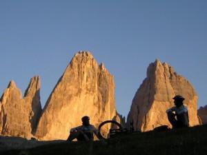 Rast vor dem Naturschauspiel Drei Zinnen; Foto: Post_Alpina
