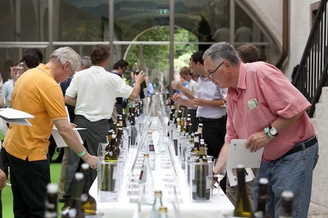 Auf der Bozner Weinkost pröäsentieren 50 Winzer an die 300 Spitzenweine, Foto: EOS-LafoglerWeinkost_Bozen1_EOS_Lafogler