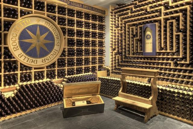 Anbetungswürdige Weine lagert Michil Costa in seinem Mahatma-Weinkeller, Foto: Hotel La Perla