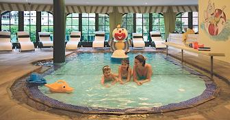 Im warmen Wasser der Familienlagune möchte man endlos lange liegen; Foto: Cavallino Bianco