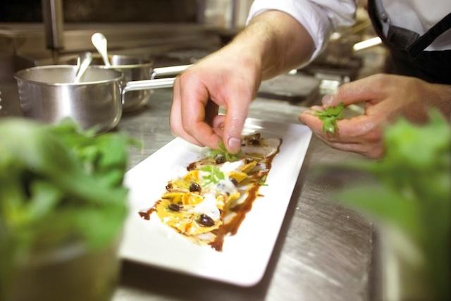 Zahlreiche Restaurants im Eisacktal servieren Spezialitäten vom Villnösser Brillenschaf, Foto: smg
