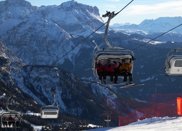 Ausgezeichnet als das beste Skigebiet Italiens: Kronplatz in Südtirol mit dem idyllischen St. Vigil.