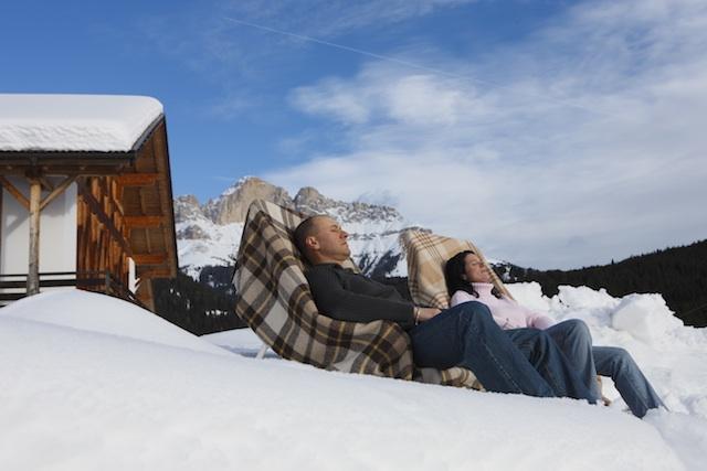 Auf Südtirols Bauernhöfen lässt sich die häufig scheinende Sonne gemütlich genießen, Foto: Roter Hahn, Frieder Blickle
