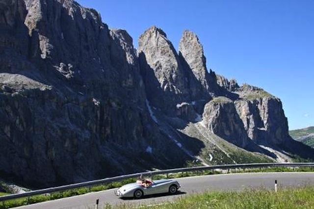 """Kaiserwetter auf der Dolomitenfahrt im Rahmen der alljährlichen """"Südtirol Classic"""" in Schenna; Foto: Tourismusverein Schenna"""