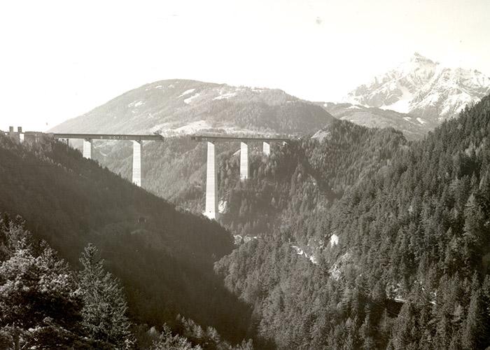 Bauphase von Europas einst höchster Pfeilerbrücke; Foto: Asfinag - Schär