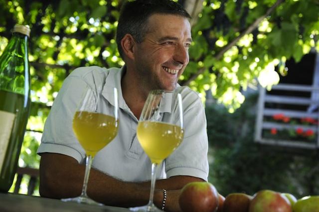 Norbert Blasbichler vom Radoarhof trinkt am leibsten seinen eigene Apfelsaft, Foto: SMG, Max Lautenschläger