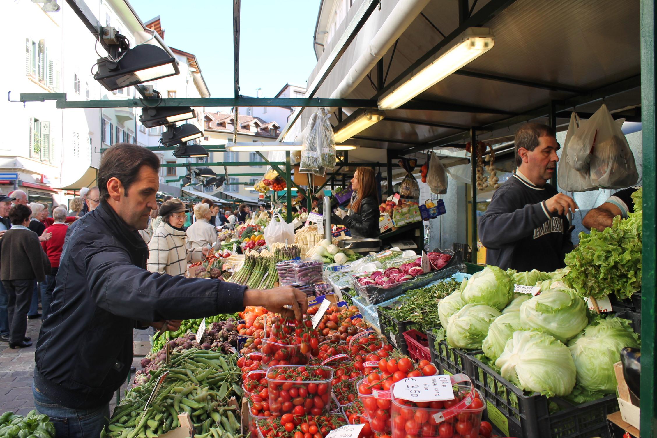 Der Bozener Obstmarkt ist zu jeder Jahreszeit ein Erlebnis, Foto: Heiner Sieger