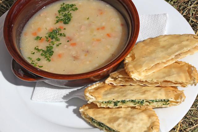 Genießer unverfälschter ladinischer Kost haben an der Roda dles Saus ihre wahre Freude; Foto: Freddy Planinschek