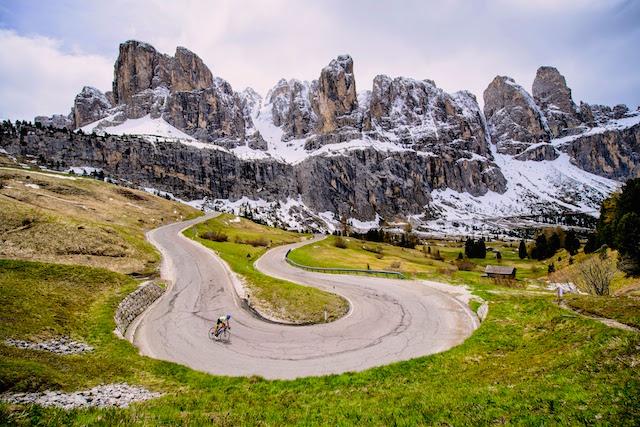 Wunderschöne Radroute in den Dolomiten bietet das Hotel LaPerla in Corvara für begeisterte Rennradfahrer, Foto: LaPerla