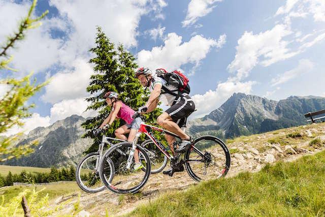 Bereits ab Mitte März sind die Temperaturen mild genug für Mountainbike-Touren auf bis zu 1.400 Meter Höhe; Tourismusverein Schenna/Klaus Peterlin