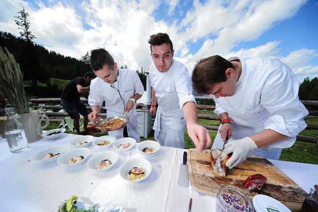"""Beim Food Event """"the-unplugged-taste"""" verwohnen sechs Sudtiroler Top-Köche ihre Gaste auf der Gompm-Alm oberhalb von Schenna, Foto: Gompm-Alm, Andreas-Marini"""