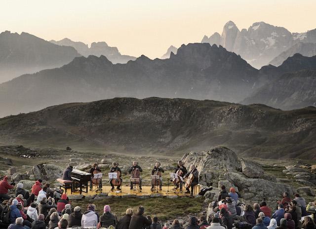 Morgendämmerung beim Sounds of the Dolomites-Konzert; Foto: Trentino_Marketing_Daniele_Lira