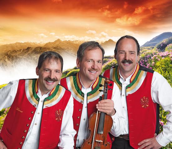 Neben Andy Borg und Hansi Hinterseer gehören die Zellberg-Buam zu den Stars des Dolomitenstadls am 3. Juli 2015 in Wolkenstein im Südtiroler Grödnertal.