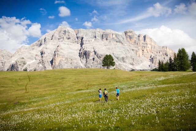 GourMete in Alta Badia. Die Tour Tradition führt unterhalb des Heiligkreúz-kofels vorbei; Foto: Visual Working (1)