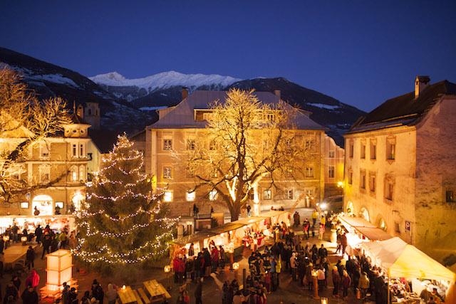 Der Glurnser Advent im Vinschgau zählt zu den romantischsten Weihnachtsmärkten des ländlichen Südtirol. Foto: Vinschgau Marketing/Frieder Blickle