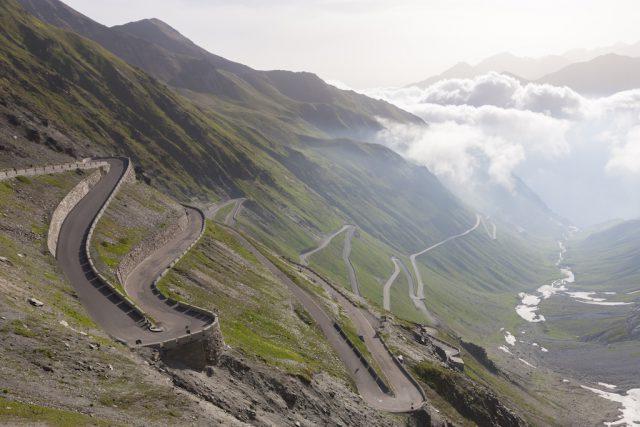 Die ab Prad 25 Kilometer lange Stilfserjochstraße ist einer der schönsten Pässe der Alpen im Südtiroler Vinschgau; Foto: Vinschgau Marketing/Frieder Blickle