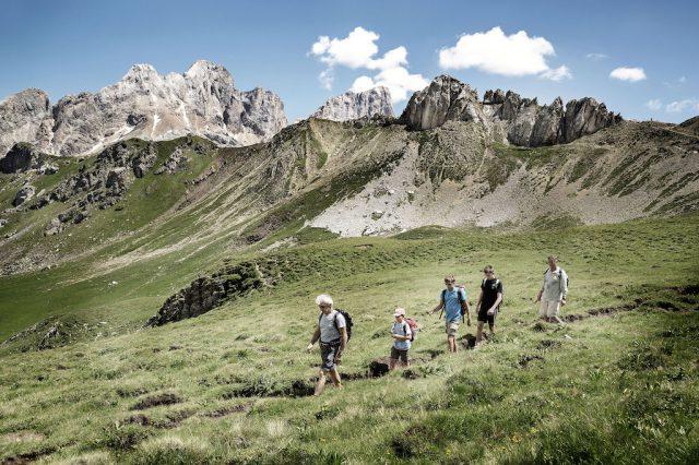 Im Fassatal sind die Almen Ausgangspunkt für wunderschöne Wanderungen; Foto: Danile Lira